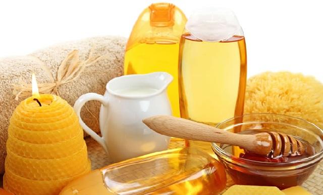 Мед является самым полезным ингредиентом, придающим естественный блеск волосам
