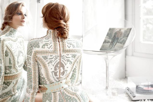 Плетение косы «Протянутые перекрещенные пряди»