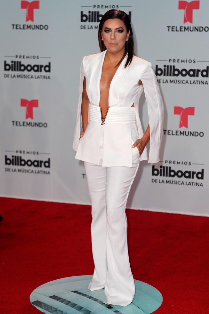 6057 Образ дня: Ева Лонгория в комбинезоне Elisabetta Franchi на церемонии Billboard Latin Music Awards