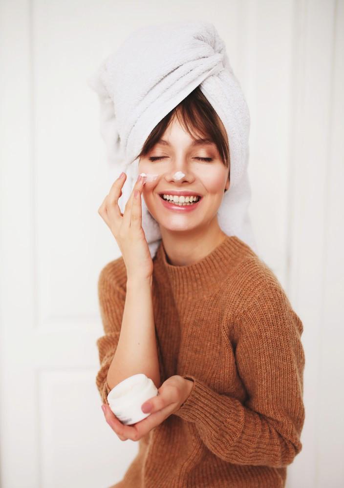Коллаген в уходе: чем он полезен для кожи и как его лучше применять?
