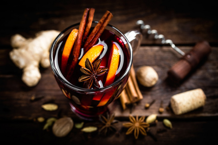 Согрейся с любимым: лучшие рецепты глинтвейна на 14 февраля