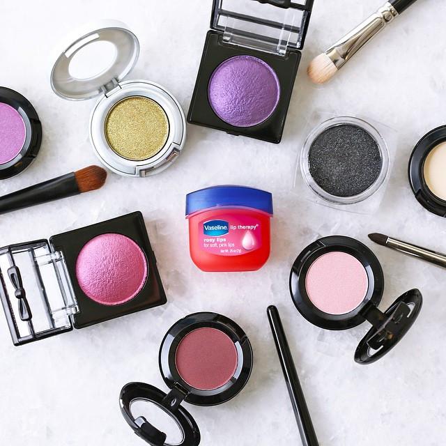 Бьюти-лайфхаки: топ-7 способов использовать вазелин в макияже