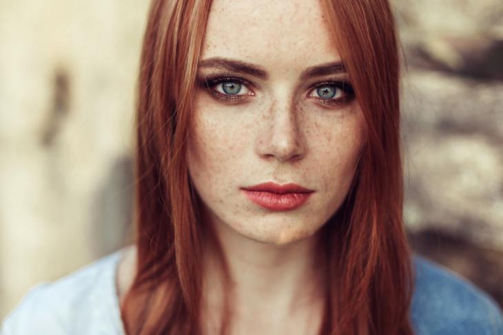 Снова в моде: кому подходит и как выбрать рыжий оттенок волос?