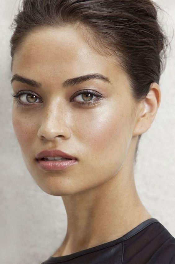 8517 Шаг за шагом: как сделать дневной макияж всего за 10 минут?