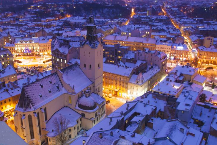 8845 Дома лучше: где встретить Новый год в Украине?