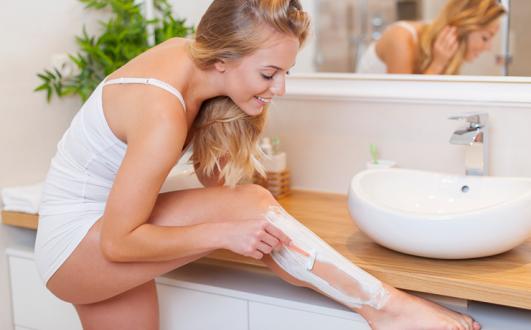 Как правильно брить ноги зимой: нюансы