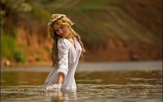 Секреты H2O: как вода влияет на здоровье волос и кожи