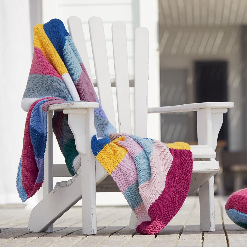10379 Плед в разноцветную полоску