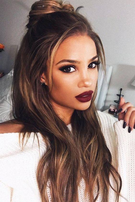 Как сделать стильную укладку волос назад: простые советы и модные примеры
