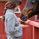11166 Меланжевый свитер с «косами»