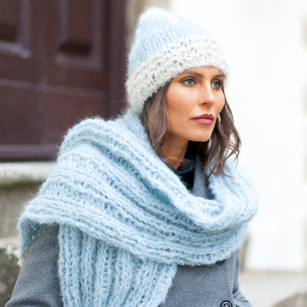 11253 Двухцветная шапка и шарф в резинку