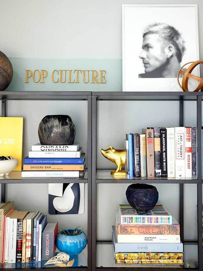organized-bookcase-like-Orlando-try-styling-books-color.jpg