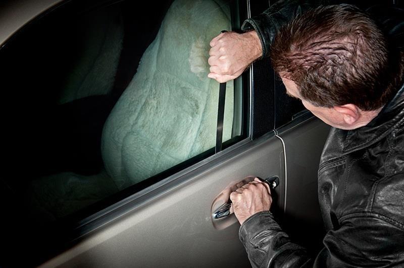 14896 Как открыть дверь машины без ключа?