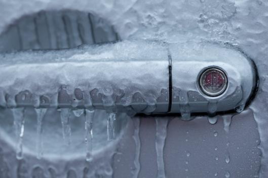 14587 Замерзает замок двери автомобиля что делать: защита замков от замерзания