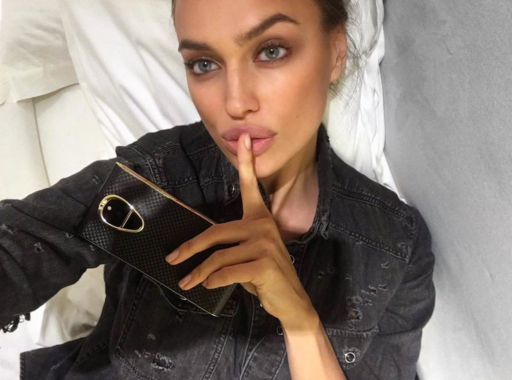 Рукалицо: названа самая модная поза для селфи 2017 года